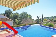 Villa in Moraira for 8 people with 4 rooms