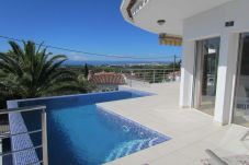 Villa for 8 people with views of the sea