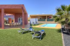 Villa with swimming pool in Urbanización Salinas de Antigua Golf area