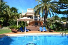 Villa with swimming pool in Les Cansalades area