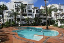 Apartment with swimming pool in La Duquesa area