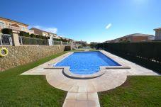 Villa with swimming pool in Via Marina area